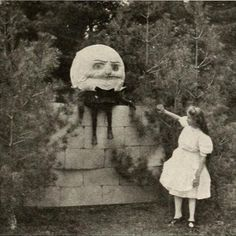 And now you notice a box next to the doll — it's full of old pictures like this one: 19 Creepy Pictures That No One In Their Right Mind Will Be Able To Scroll Through Creepy Images, Creepy Pictures, Creepy Art, Scary Photos, Art Pictures, Arte Horror, Horror Art, Creepy Horror, Dark Fantasy
