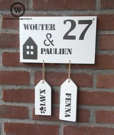 """Ontzettend bedankt voor het mooie #naambordje."" Silhouette Cameo Projects, House Numbers, Door Signs, Diy Christmas Gifts, Ikea, House Warming, Diy And Crafts, New Homes, Crafty"