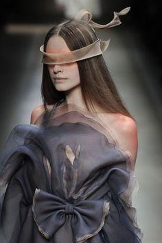 Not Ordinary Fashion is art notordinaryfashion:Valentino Haute Couture<br> Fashion Art, Runway Fashion, High Fashion, Fashion Show, Fashion Outfits, Animal Fashion, Fashion Weeks, London Fashion, Fashion Trends