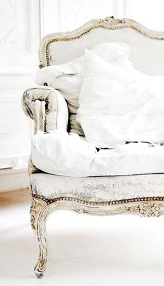 25 Shabby Chic Decorating Ideas to Brighten Up Home Interiors and Add Vintage Style Love this finish for my antique French sofa!Shabby chic decorating ideas for modern interiors Shabby Chic Furniture, Vintage Furniture, Painted Furniture, Bedroom Furniture, Diy Furniture, Furniture Design, Rococo Furniture, Painted Dressers, Bohemian Furniture