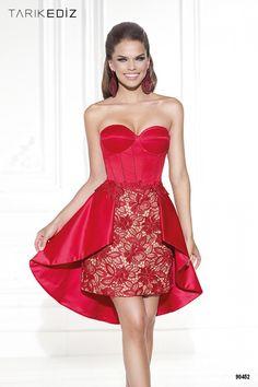 Vestido en color rojo para bodas de día. La elegancia se abre paso en él