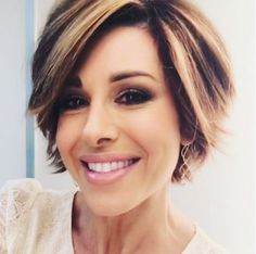 Short hairstyle shag pixie with