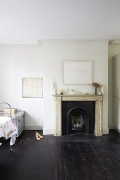 A beautifully simple location house. A neutral palette throughout with painted floorboards, original cornicing, high ceilings and a large rear garden. Black Floorboards, Painted Floorboards, Painted Floors, Modern Victorian Decor, Victorian Homes, Victorian Terrace, Minimalist Home Interior, Bedroom Flooring, Cozy Living Rooms