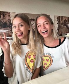Lisa and lena ♡ bff pictures, best friend pictures, friend photos, best friend Braces Girls, Cute Braces, Bff Goals, Best Friend Goals, Lisa Or Lena, Bff Shirts, Best Friend Outfits, Cute Twins, Mein Style