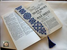 Okumayı çok sevdiğim için olsa gerek kitap ayraçlarına karşı da zaafım vardır. Gerçi koleksiyonumdakilerin hepsi hiçbir özelliği olma...