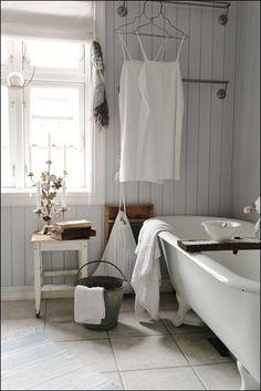 Home Interior Bathroom .Home Interior Bathroom Baños Shabby Chic, Vintage Bathrooms, Vintage Bathtub, Bathroom Interior Design, Interior Modern, Bathroom Designs, Bathroom Ideas, White Bathroom, Modern Bathroom