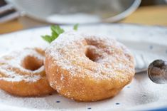Omas Apfelkiachl - Rezept | GuteKueche.at Beignets, Austrian Recipes, Happy Foods, Cakes And More, The Dish, No Bake Cake, Bon Appetit, Bagel, Food Inspiration