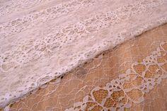 Δαντέλα Ύφασμα Ελαστική FLC144727-W  Δαντέλα ύφασμα ελαστική, πλάτους 1,5m σε χρώμα λευκό. Εξαιρετική ποιότητα και κομψό, διακριτικό σχέδιο για όμορφα δεσίματα. Δώστε ένα ρομαντικό, vintage ύφος στις δημιουργίες σας. Ιδανική για να δέσετε μπομπονιέρες, προσκλητήρια, μαρτυρικά, λαμπάδες γάμου και βάπτισης, κουτιά βάπτισης και λαδοσέτ. Χρησιμοποιήστε την ακόμα για διάφορες χειροτεχνίες και κατασκευές.Διαστάσεις: 1,5m x 1m