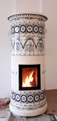 Medieval Home Decor, Light My Fire, European Tiles, Oven Fireplace, Wood Stove, Vintage House, Kitchen Stove, Wood Heat, Wood Burning Stove