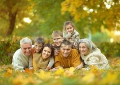 41016402-happy-smiling-family-relaxing-in-autumn-park.jpg (450×320)