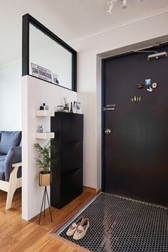[BY 여성중앙] The virtue of fixing by hand. These days … Living Room Divider, Interior Design Living Room, Living Room Designs, Home Entrance Decor, House Entrance, Condo Living, Small Room Bedroom, Small Apartments, Apartment Design