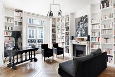 On the 3rd floor with elevator of a very beautiful Haussmann building, an apartment with about 176 sq. m. including : an entrance, a double living room, a dining room, three bedrooms, two bathrooms, a fitted kitchen. Two cellars.
