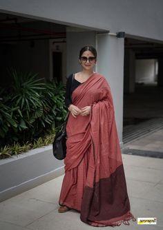 Modern Saree, Stylish Sarees, Elegant Saree, Saree Look, Fashion Articles, Half Saree, Office Fashion, Office Wear, Saree Blouse