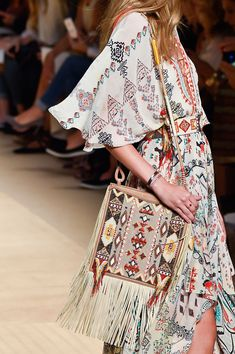 Etro at milan fashion week spring 2015 - details runway photos. Ethnic Fashion, Trendy Fashion, Boho Fashion, Fashion Show, Fashion Outfits, Fashion Design, Milan Fashion, Fashion Women, Fashion 2015