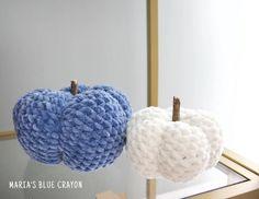 No Nonsense Crochet Pumpkins Pattern Tutorial - Maria's Blue Crayon Crochet Fall, Halloween Crochet, Crochet Pumpkin Pattern, Blue Crayon, Create And Craft, Autumn Theme, Merino Wool Blanket, Pumpkins, Knitting