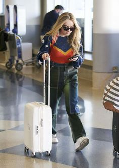 Sabrina Carpenter At Lax Airport In Los Angeles