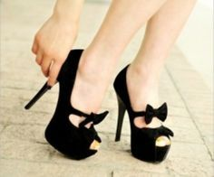 Bowknot Pumps...I wish I had the life to live in black pumps.