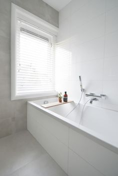 Ideas Bathroom Inspiration Neutral White Tiles For 2019 Modern Bathtub, Modern Sink, Modern Shower, Modern Bathroom Design, Bath Design, Zen Bathroom, Small Bathroom, White Bathrooms, Bathroom Window Treatments