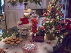 a-very-merry-christmas: ❄ ❄️Beautiful❄️ Christmas Party Table, Christmas Entertaining, Christmas Room, Christmas Table Decorations, Christmas Kitchen, Very Merry Christmas, White Christmas, Christmas Holidays, Christmas Wreaths