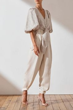 Petite Fashion Tips .Petite Fashion Tips Beige Outfit, Classy Outfits, Vintage Outfits, Pretty Outfits, Mode Outfits, Fashion Outfits, Fashion Blouses, Fashion Tips, Mode Costume