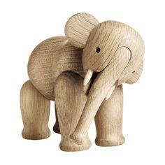 Puinen elefantti  Valmistaja: Rosendahl  Design: Kay Bojesen  Koko: Korkeus: 16 cm  Materiaali: Tammi