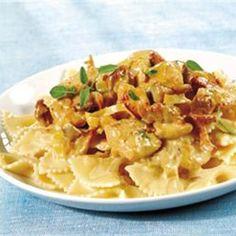 Potrawa z makaronem ? Często przychodzi na myśl spaghetti po bolońsku lub carbonara, jednak to istnieją jeszcze inne i równie dobre dania. Proponujemy makaron kokardki z kurkami i suszonymi…