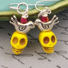 Sugar Skull Earrings by VivaGailBeads Sugar Skull Jewelry, Sugar Skull Earrings, Halloween Earrings, Halloween Jewelry, Arts And Crafts Projects, Decor Crafts, Zombie Crafts, Jewelry Ideas, Jewerly