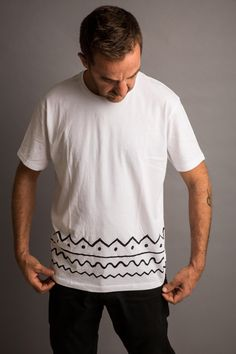 Camisetas unisex basadas en los estampados en la tribu keniata de los Samburu, donde los estampados geométricos son los reyes de sus prendas y complementos.