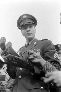 LIFE: Elvis in the Army   Photo Gallery - Yahoo! News