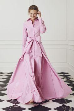 CH Carolina Herrera Evening - Look 04 Pink Fashion, Fashion Dresses, Womens Fashion, Mode Rose, Vestidos Vintage, Mode Outfits, The Dress, Beautiful Dresses, Ideias Fashion