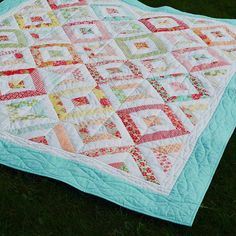 Day 11 of #PatchworkParty by @corianderquilts is outdoor quilt shot #quiltsinthewild - here's a flashback shot to a few years ago. Our favorite summertime quilt - Marmalade Summer in the Park. #showmethemoda #bonnieandcamille