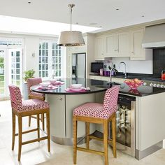Dreaming of an open-plan kitchen? Stretch your kitchen space by going for an open-plan kitchen diner scheme that is great for family kitchens Family Kitchen, New Kitchen, Kitchen Dining, Kitchen Decor, Kitchen Ideas, Dining Rooms, Dining Table, Round Kitchen Island, Open Plan Kitchen