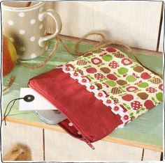 Kleine Tasche genäht mit Apfelstoff, Borte, Reißverschluss