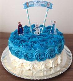 Bolo da Elsa: 80 Modelos Fantásticos Para se Inspirar! Disney Frozen Cake, Frozen Theme Cake, Disney Frozen Birthday, Frozen Frozen, Bolo Elsa, Simple Birthday Cake Designs, Pastel Frozen, Christening Cake Girls, Elsa Cakes