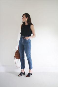Secrets To Minimalist fashion summer casual minimal chic simple - Vaqueros boyfriend -
