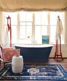 Interior Decorating Secrets - Decorating Tips and Tricks - House Beautiful Use a Real Rug in the Bathroom Use a rug instead of a bath mat. It was made to withstand a lot more wear than the occasional wet foot. Design by Mary Watkins Wood Blue Bathrooms Designs, Small Bathrooms, Guest Bathrooms, Small Kitchens, Blue Bathtub, Decorating Tips, Interior Decorating, Chinoiserie Chic, Blue Rooms