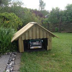 Även gräsklipparen behöver tak