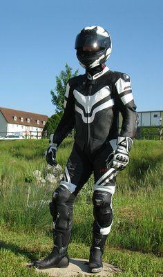 Bike Suit, Motorcycle Suit, Motard Sexy, Motorbike Leathers, Biker Boys, Biker Gear, Biker Leather, Handsome, Guys