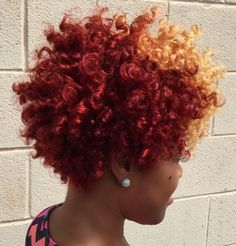 Her hair color is super cute Short Curly Hair, Curly Hair Styles, Natural Hair Styles, Curly Bob, Black Power, Pelo Afro, Great Hair, Thing 1, Big Hair