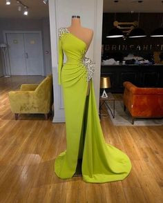 Glam Dresses, Event Dresses, Couture Dresses, Formal Dresses, Stunning Dresses, Beautiful Gowns, Pretty Dresses, Amazing Dresses, Green Evening Dress