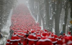 #Runners dressed as Father #Christmas take part in a charity event in #Michendorf, Germany - pic: Reuters/Wolfgang Rattay