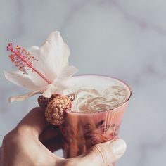 Happy Friday folks 🌺 Creamy gold marble mocktails are in order! styling boards make really great backdrops ✨ Reposted from Virgin Cocktails, Non Alcoholic Cocktails, Gold Marble, Cocktail Recipes, Vermont, Happy Friday, Food Styling, Backdrops, Boards