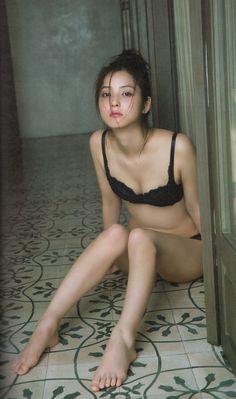 【画像あり】下着姿の佐々木希