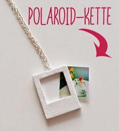 Ihr wollt eine Kette basteln? Ich zeige euch hier, wie ihr euren Lieben ein tolles Last-Minute-Geschenk machen könnt: Einen Polaroid-Anhänger selbermachen