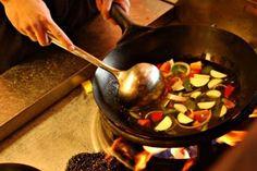 Tips μαγειρικής Για μελάτα αυγά: Αν θέλουμε τα αυγά μας να είναι μελάτα, τα ρίχνουμε σε νερό που έχει αρχίσει να βράζει και τα αφήνουμε για 5′-6′. Για εύκολο ξεφλούδισμα της ντομάτας: Γ…