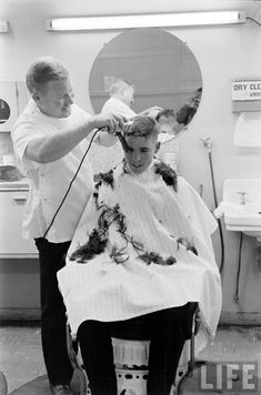 5. US Sea Scouts at a Marine Boot Camp Vintage Mens Haircuts, Haircuts For Men, Marines Boot Camp, Short Hair Cuts, Short Hair Styles, Barber Shop Haircuts, Brush Cut, Ivy League Style, Vintage Sailor
