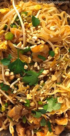 Chicken Pad Thai (Ready in 30 Minutes!) An easy and authentic Pad Thai noodle recipe to make your favorite take-out dish at home.An easy and authentic Pad Thai noodle recipe to make your favorite take-out dish at home. Thai Cooking, Asian Cooking, Cooking Recipes, Cooking Wine, Tai Food Recipes, Pollo Pad Thai, Shrimp Pad Thai, Spicy Chicken Pad Thai Recipe, Pad Thai Chicken