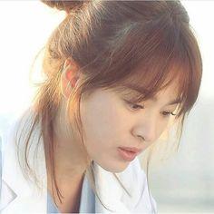 Korean Actresses, Korean Actors, Desendents Of The Sun, Song Hye Kyo Style, Descendants Of The Sun Wallpaper, Korean Short Hair, Pretty Songs, Songsong Couple, Kim Tae Hee