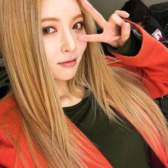 Protect that lil cupcake Kpop Girl Groups, Korean Girl Groups, Kpop Girls, Triple H, Hyuna Hair, Rapper, Kim Hyuna, Baby Icon, Korean Star