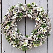 12 Decorating Ideas with Rustic Frames for Your Farmhouse Home - The Trending House Easter Wreaths, Christmas Wreaths, Deco Floral, Summer Wreath, How To Make Wreaths, Door Wreaths, Easter Crafts, Floral Arrangements, Floral Wreath